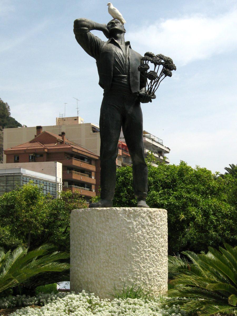Памятник уроженцу Малаги