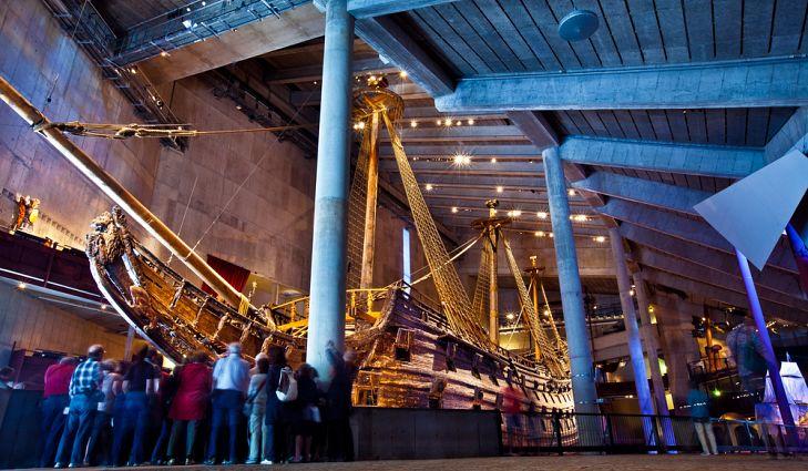 Туристы в Музее Ваза – одном из знаменитых достопримечательностей