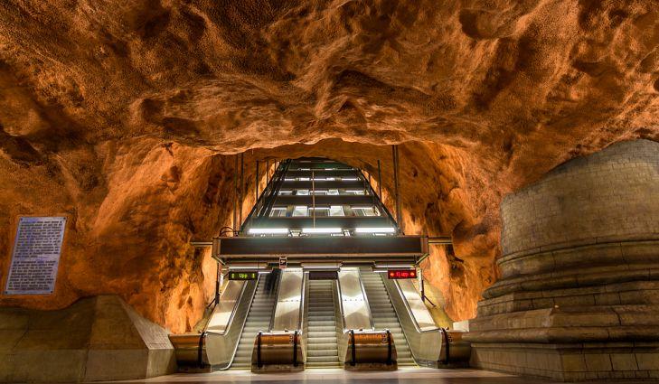 Многие станции в системе метрополитена Стокгольма невероятно уникальны.