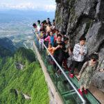 «Тропа страха» – стеклянная дорога над пропастью, одна из главных достопримечательностей Китая